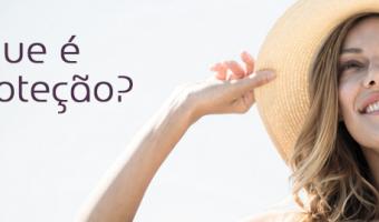 Mulher segurando chapéu de praia o que é fotoproteção | Dr kaliandra
