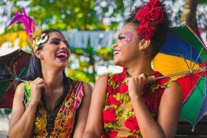 Mulheres vestidas para o carnaval